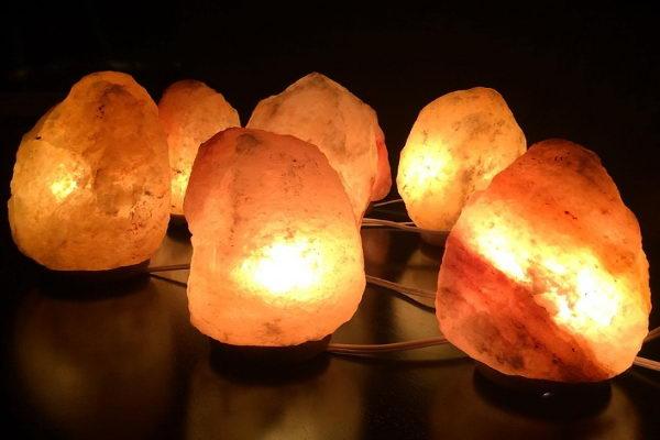 漂亮的盐灯可能会造成猫咪钠中毒!(图/pixabay)