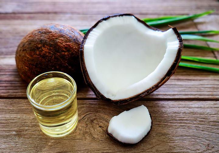 宠物猫咪和狗狗能够吃椰子油么?